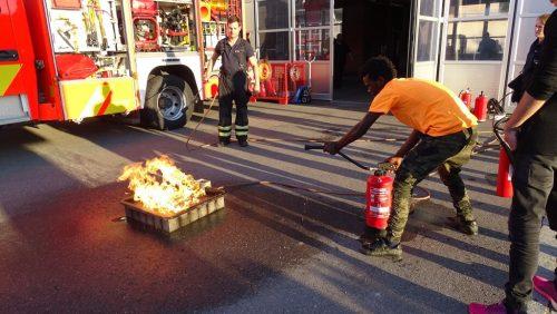 Übung am Feuerlöschtrainer