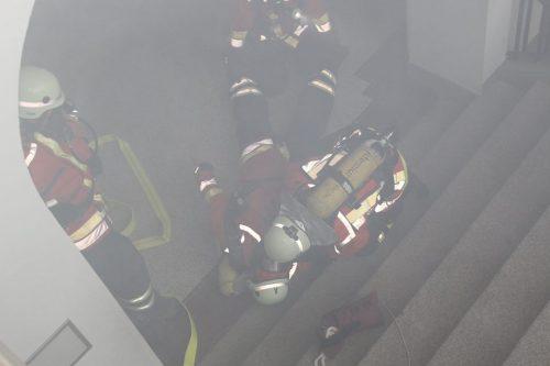 Retten eines verunglückten Feuerwehrkameraden